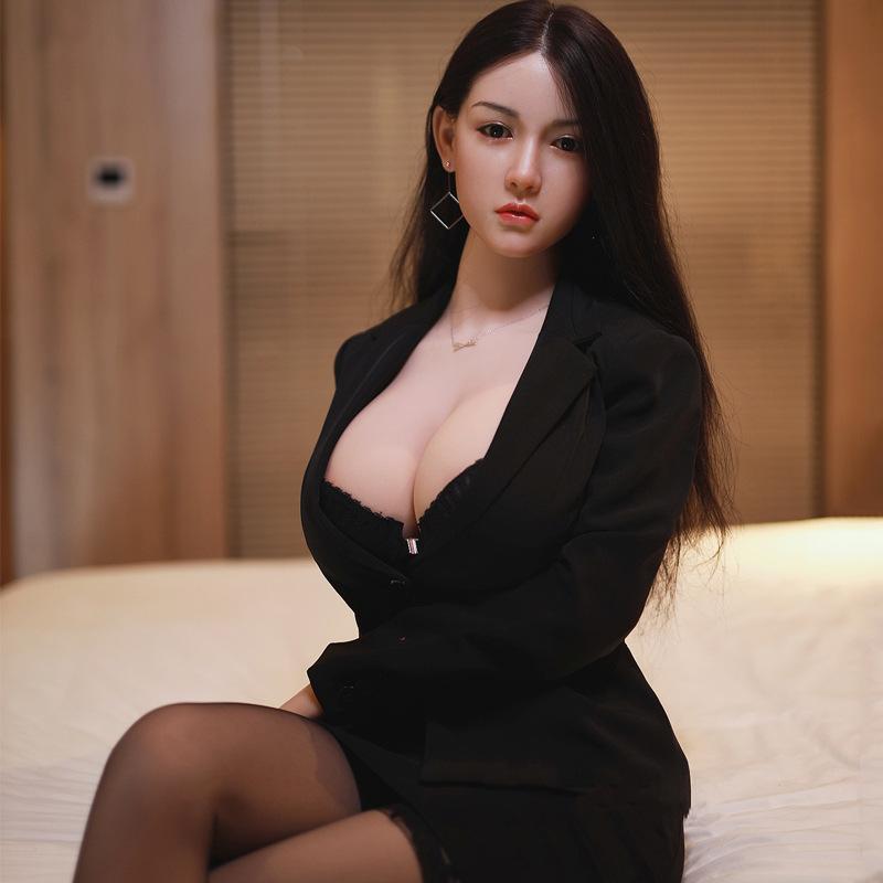 Búp bê tình dục là một dòng đồ chơi tình dục cao cấp. Nó được thiết kế dựa theo cấu trúc, hình thể của cơ thể người nữ. Đặc biệt những sản phẩm búp bê tình dục được sản xuất theo gương mặt, giáng thể của những người mẫu, diễn viên ca sĩ nỗi tiếng. Giúp người dùng có được cảm giác đang được trăng hoa với cái cô gái chân dài của giới Showbit